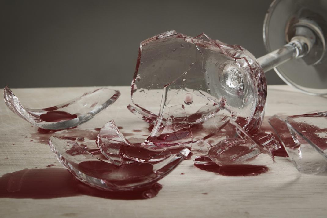 Σπασμένο ποτήρι κρασιού