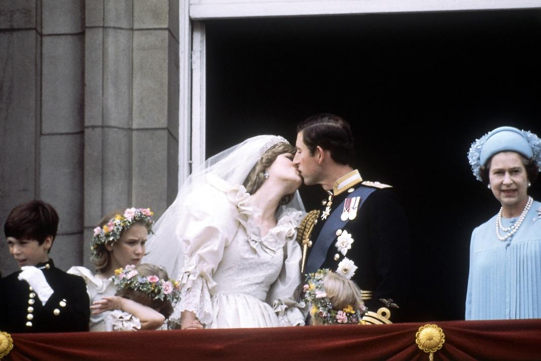 Η Πριγκίπισσα Νταϊάνα και ο Πρίγκιπας Κάρολος την ημέρα του γάμου τους