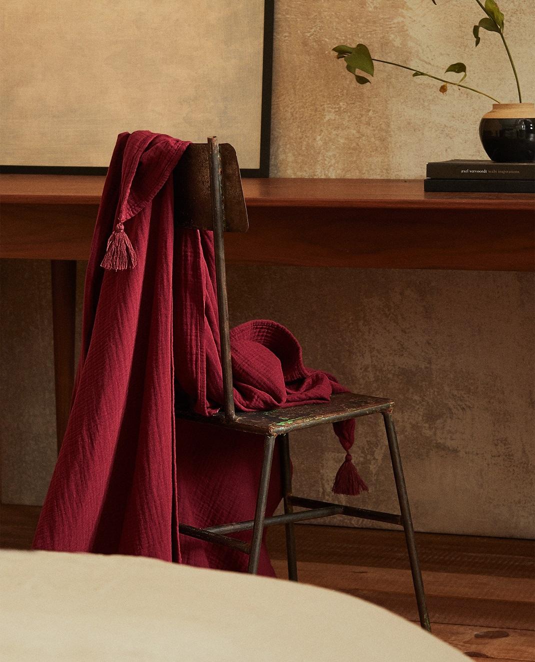 Ριχτάρι κουβέρτα από ταφτά με φουντίτσες zara home