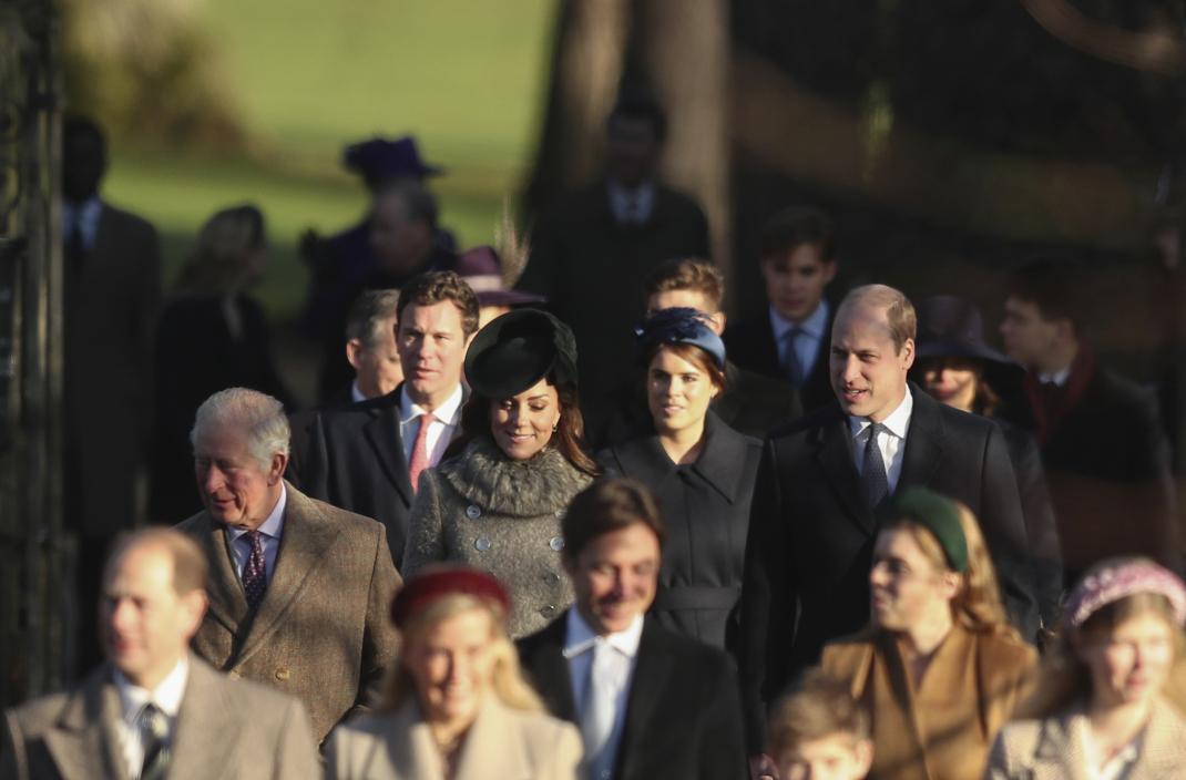 Σύσσωμη η βασιλική οικογένεια