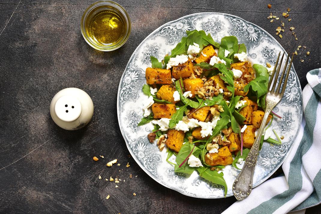 Φθινοπωρινή σαλάτα με κολοκύθα και φέτα