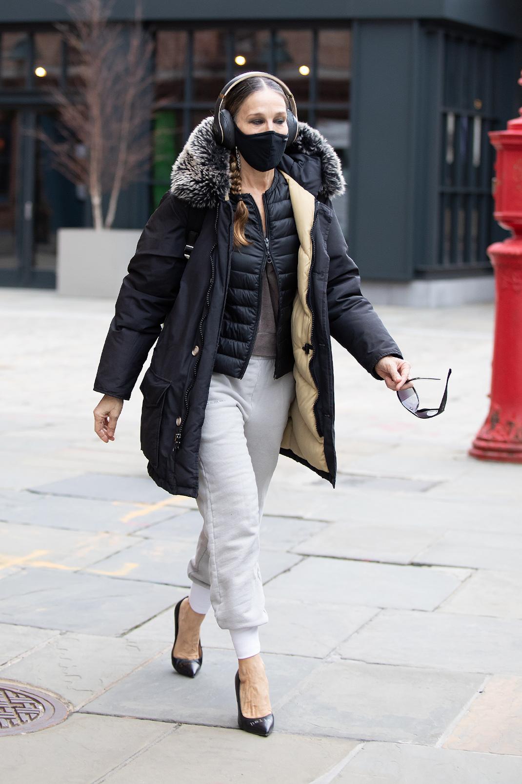 Η Σάρα Τζέσικα Πάρκερ με γόβες και φόρμα