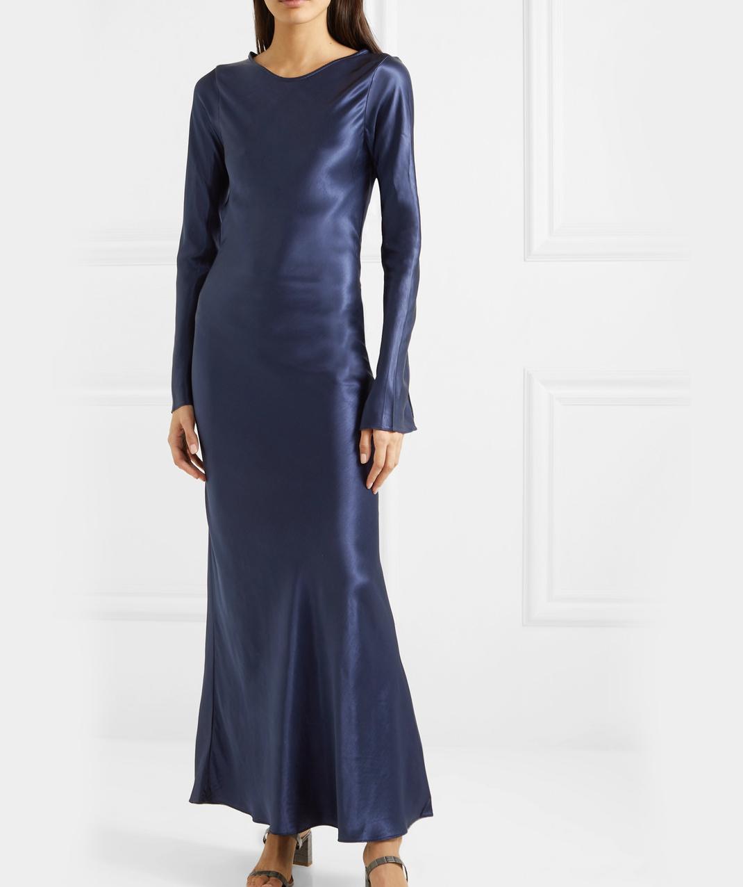 γυναίκα με φόρεμα The Line