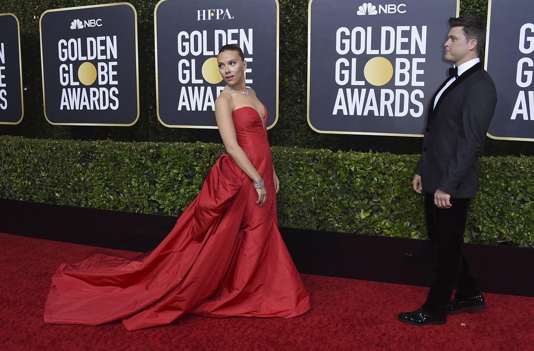 Η Σκάρλετ Γιόχανσον με τον σύντροφό της, Κόλιν Τζοστ, στις Χρυσές Σφαίρες του 2020
