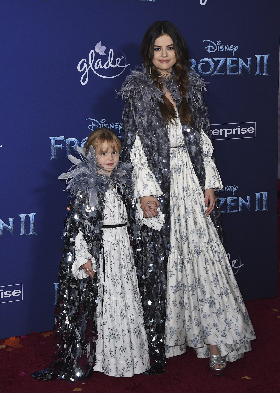 Η Σελένα Γκόμεζ με την αδελφή της