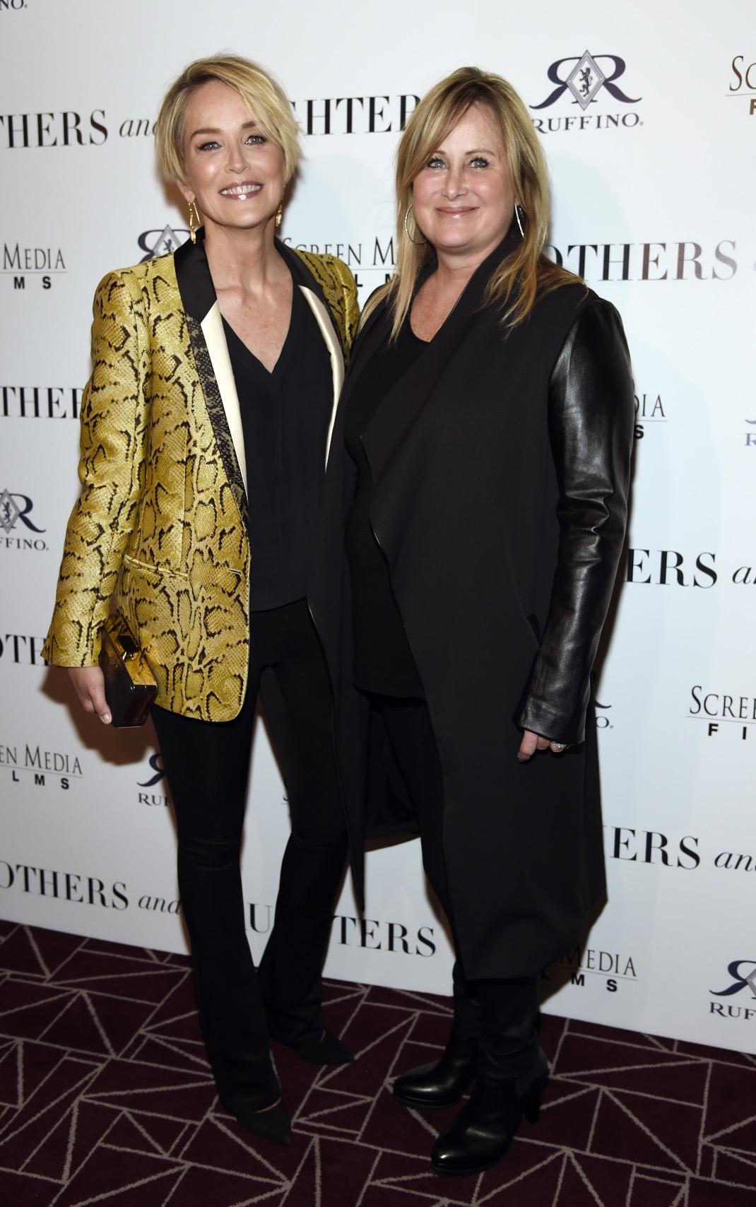 Η Σάρον Στόουν με την νεότερη αδελφή της Κέλι