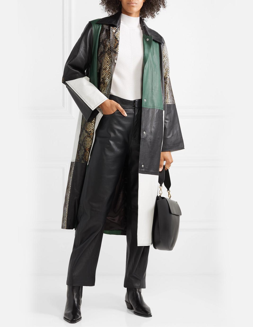 γυναίκα με παλτό Stand