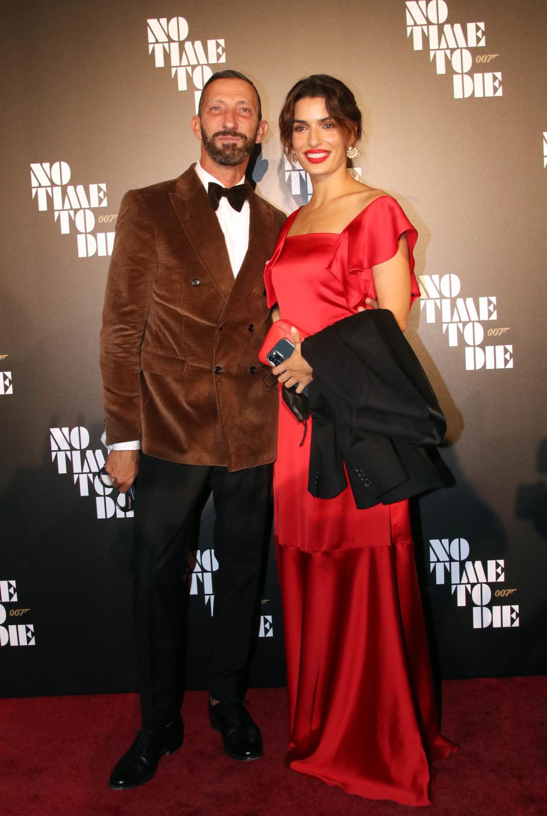 Η Τόνια Σωτηροπούλου ντυμένη στα κόκκινα