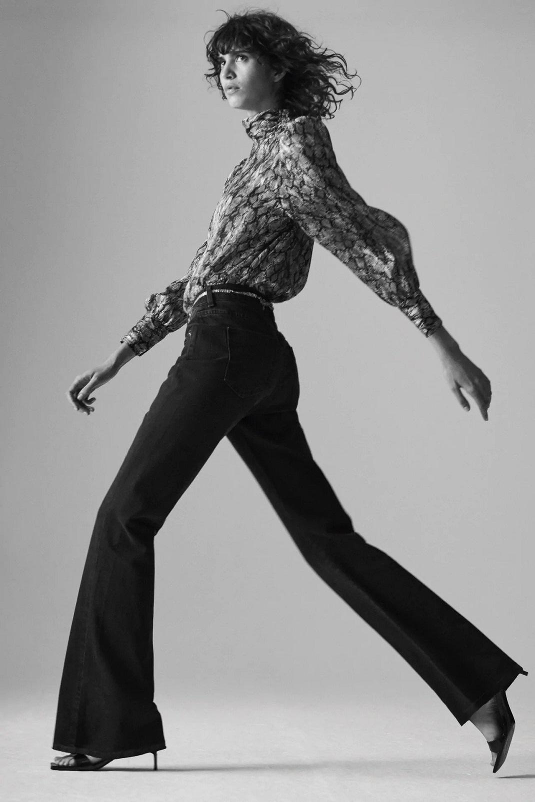 μοντέλο φορά τζιν Zara