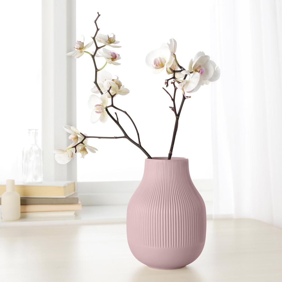 Cozy vibes: 5 μίνιμαλ διακοσμητικά αντικείμενα για το σαλόνι