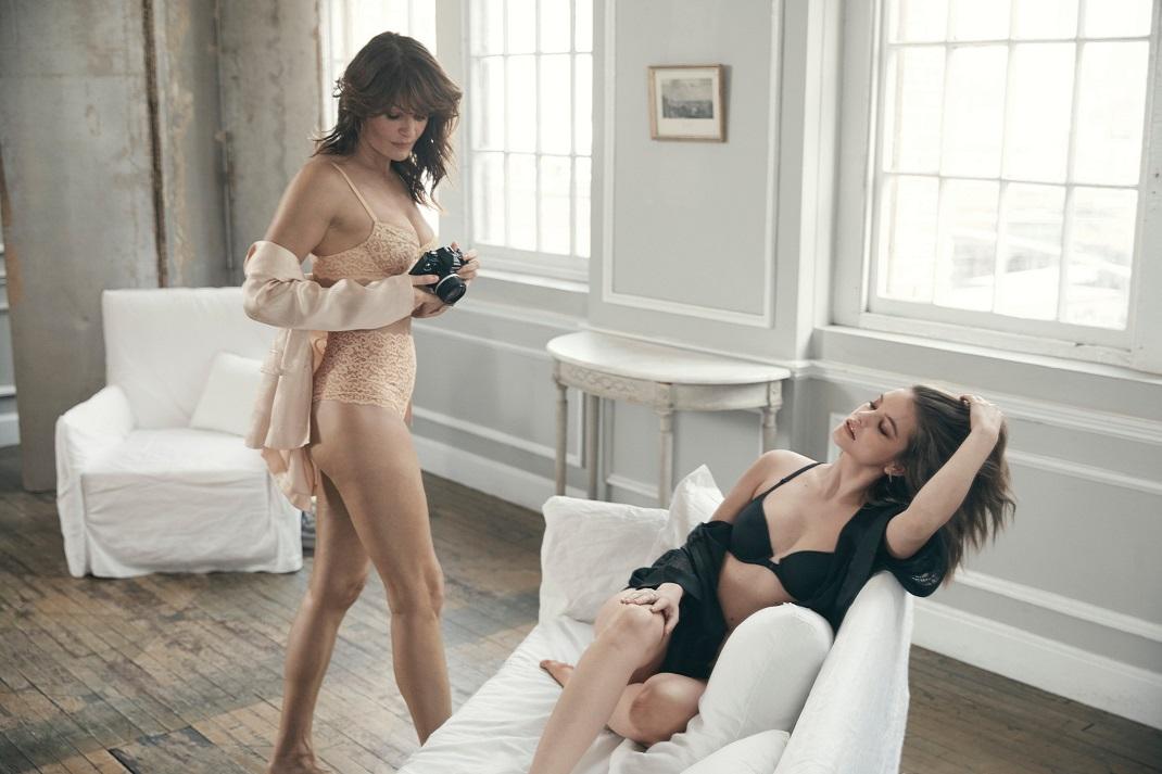Μοντέλα φορούν εσώρουχα Victoria's Secret