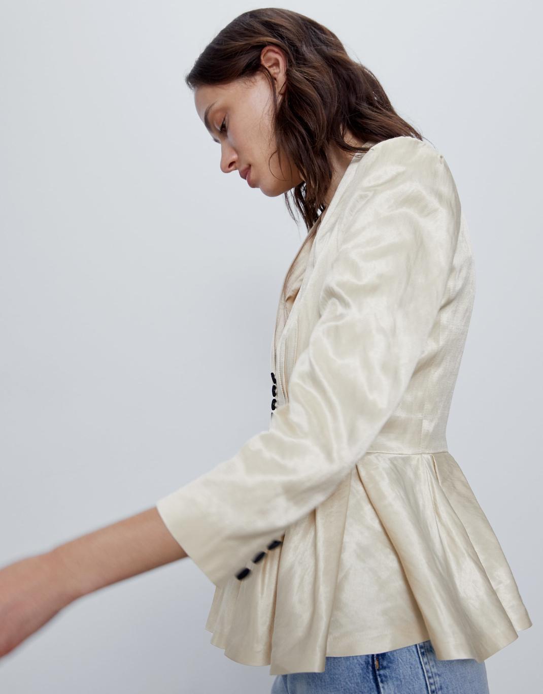 γυναίκα με σακάκι zara
