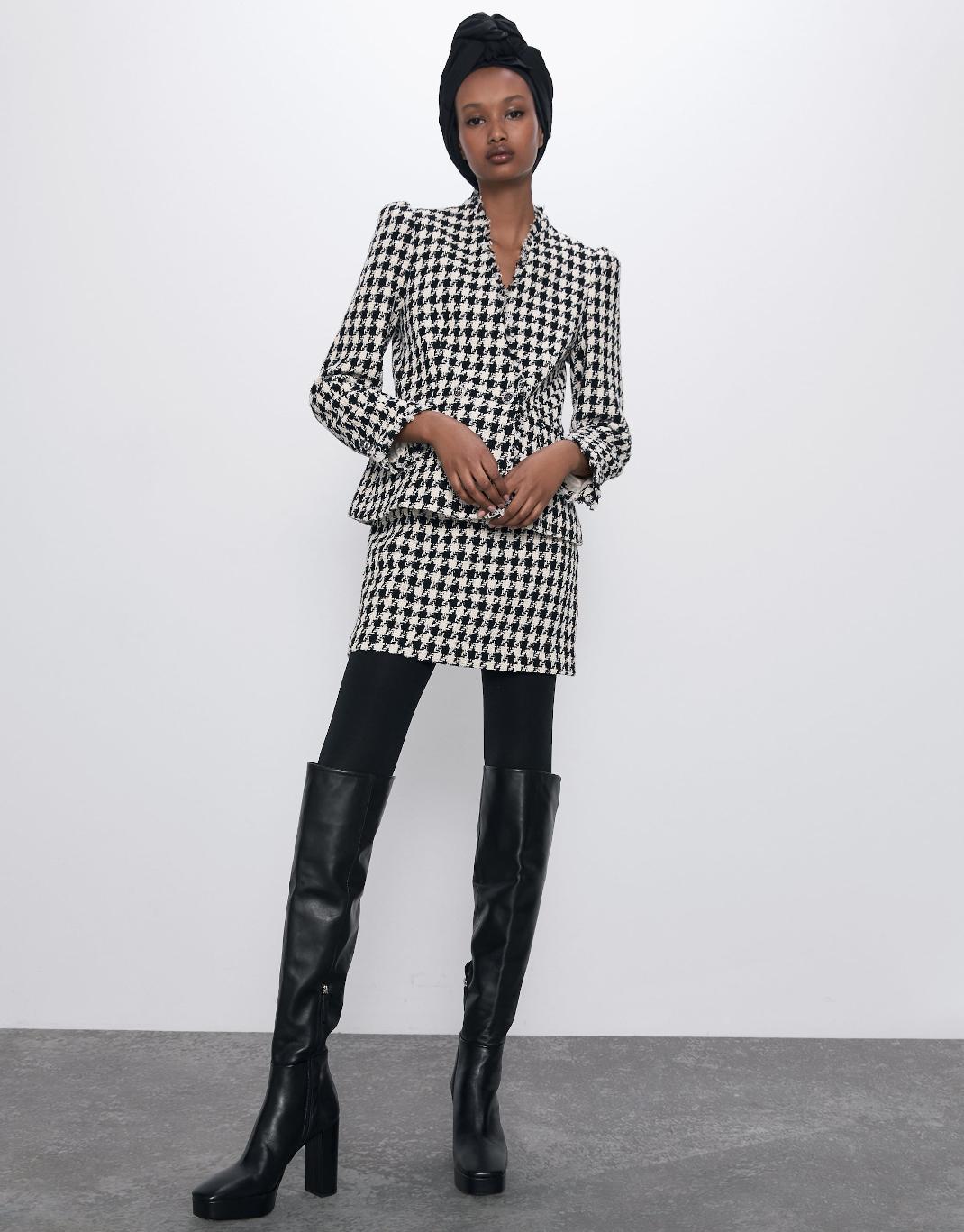 μοντέλο με σακάκι Zara