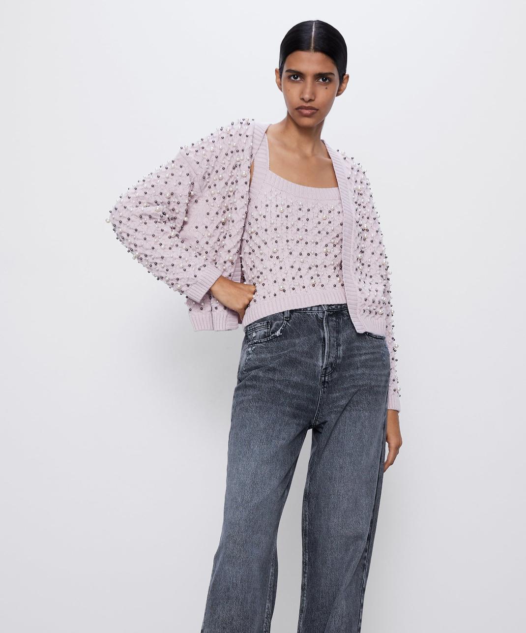 μοντέλο με ζακέτα Zara