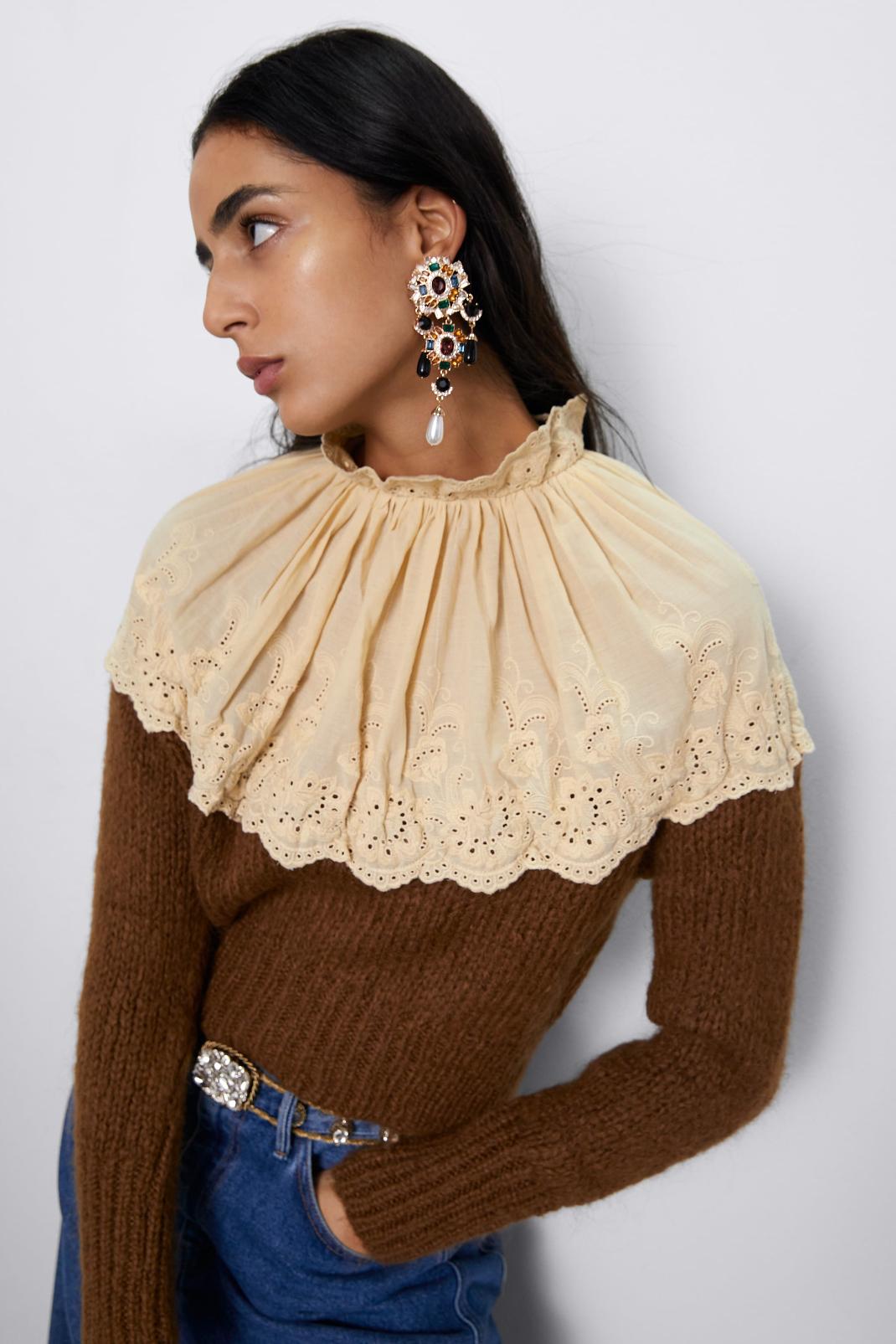 γυναίκα φορά πουκάμισο Zara