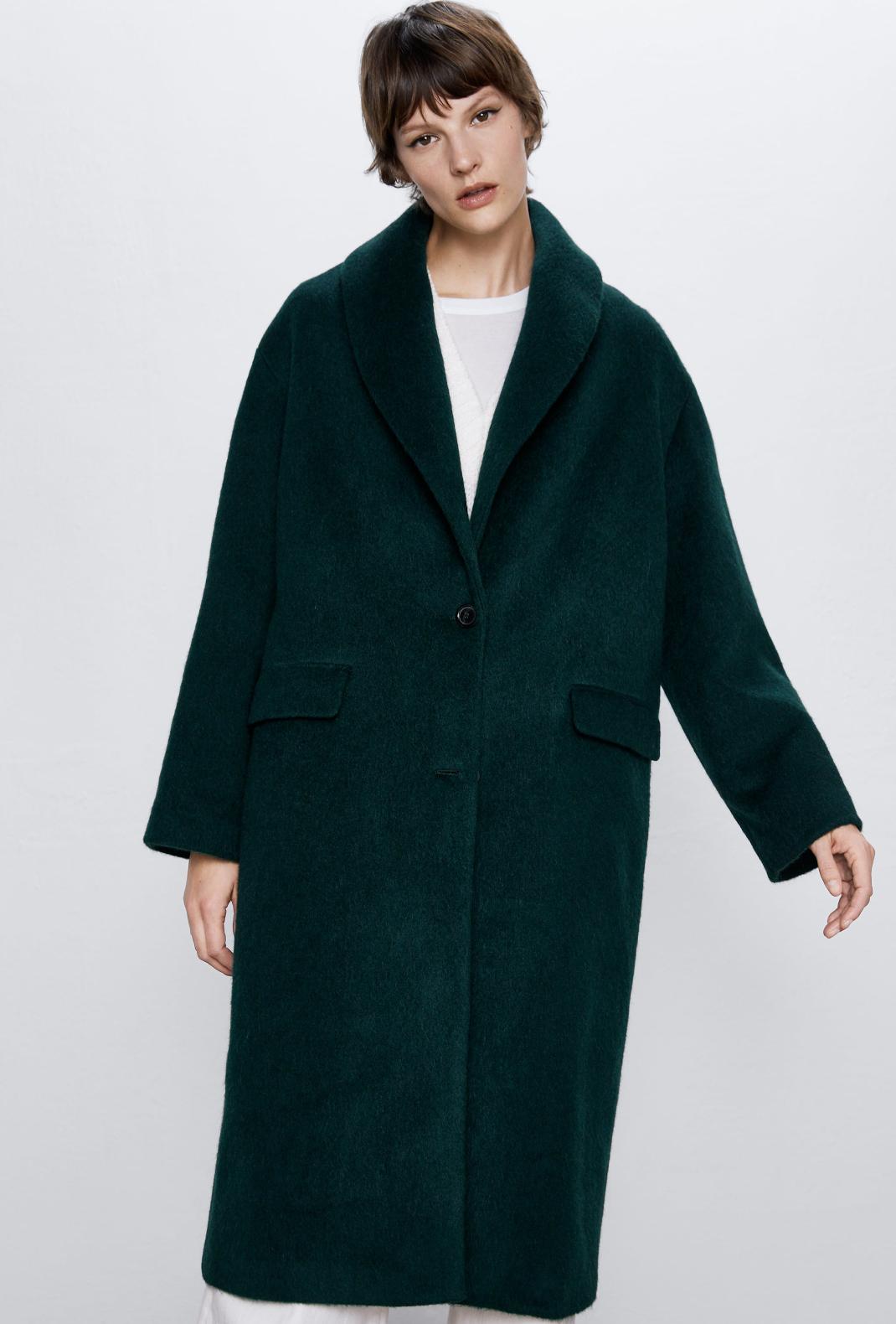 γυναίκα με παλτό Zara