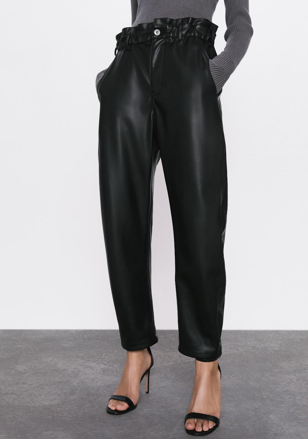 γυναίκα με παντελόνι Zara