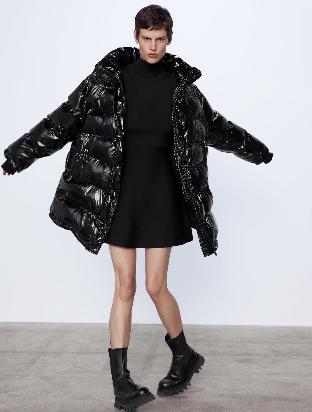γυναίκα με puffer jacket
