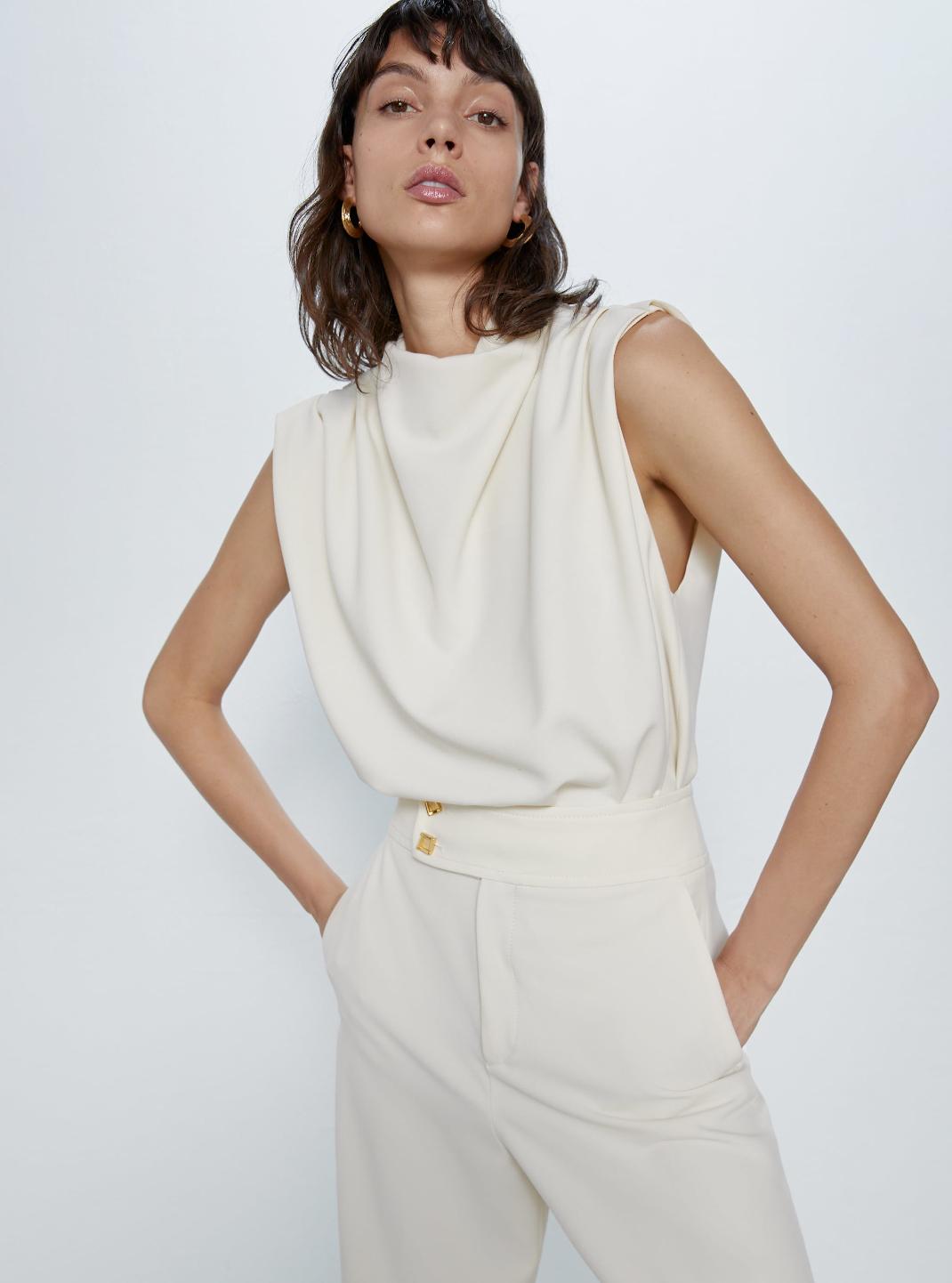 μοντέλο με τοπ Zara