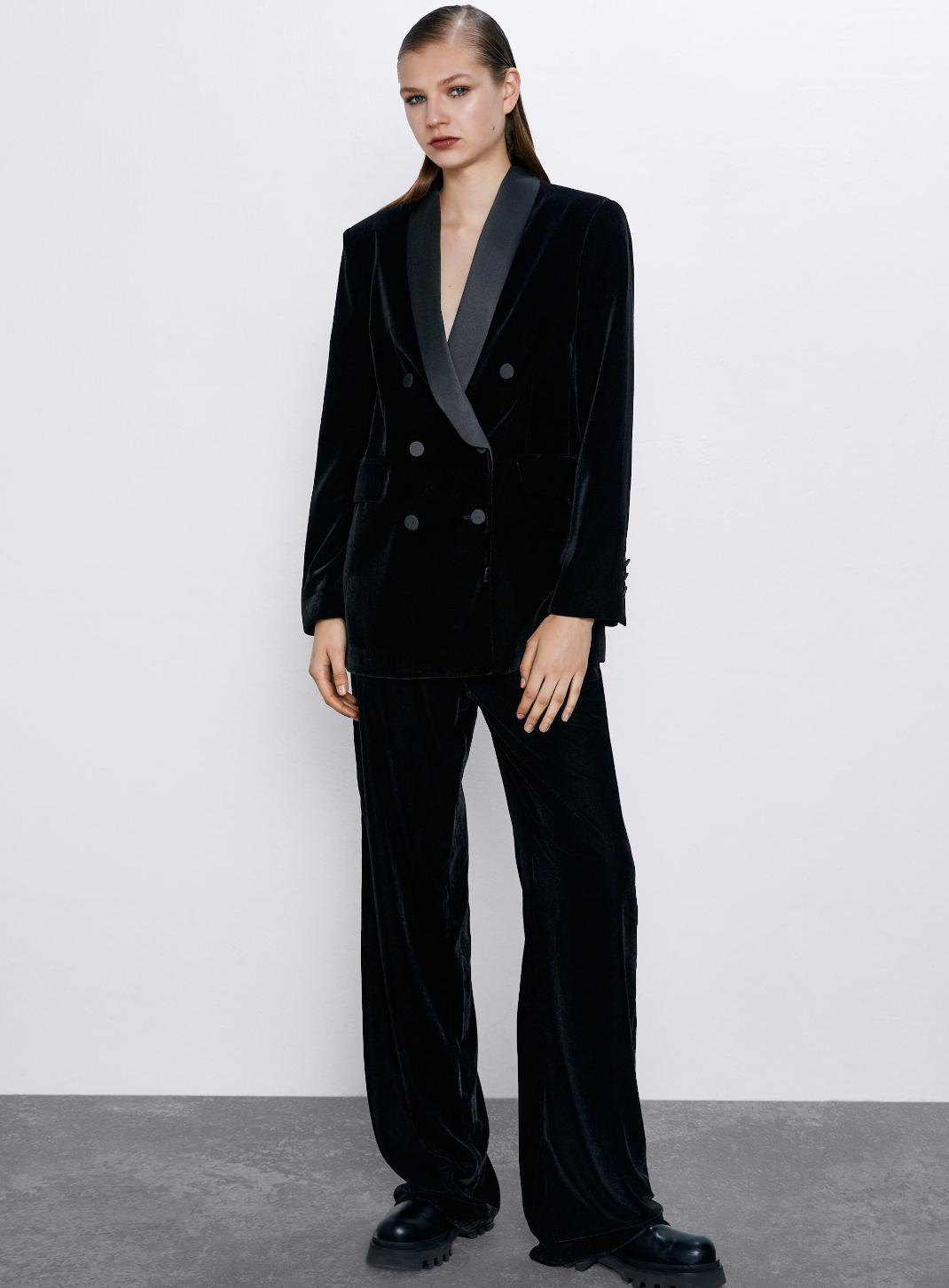 γυναίκα με βραδινό κοστούμι Zara