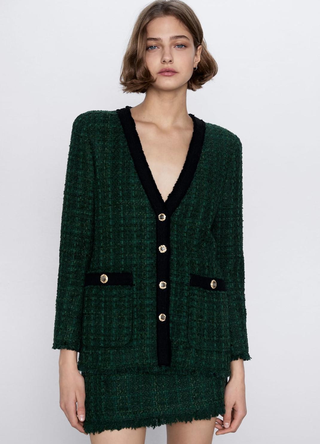 γυναίκα με τουίντ σακάκι Zara