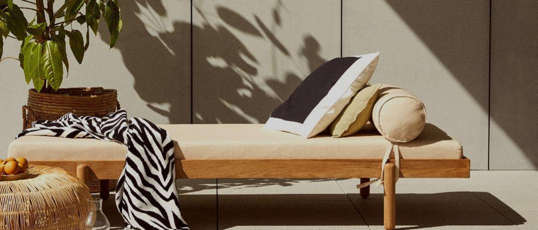 Καναπές με ριχτάρι από τα Zara Home