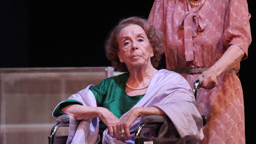 Η Τζένη Ρουσσέα στη σκηνή στα 86 της χρόνια