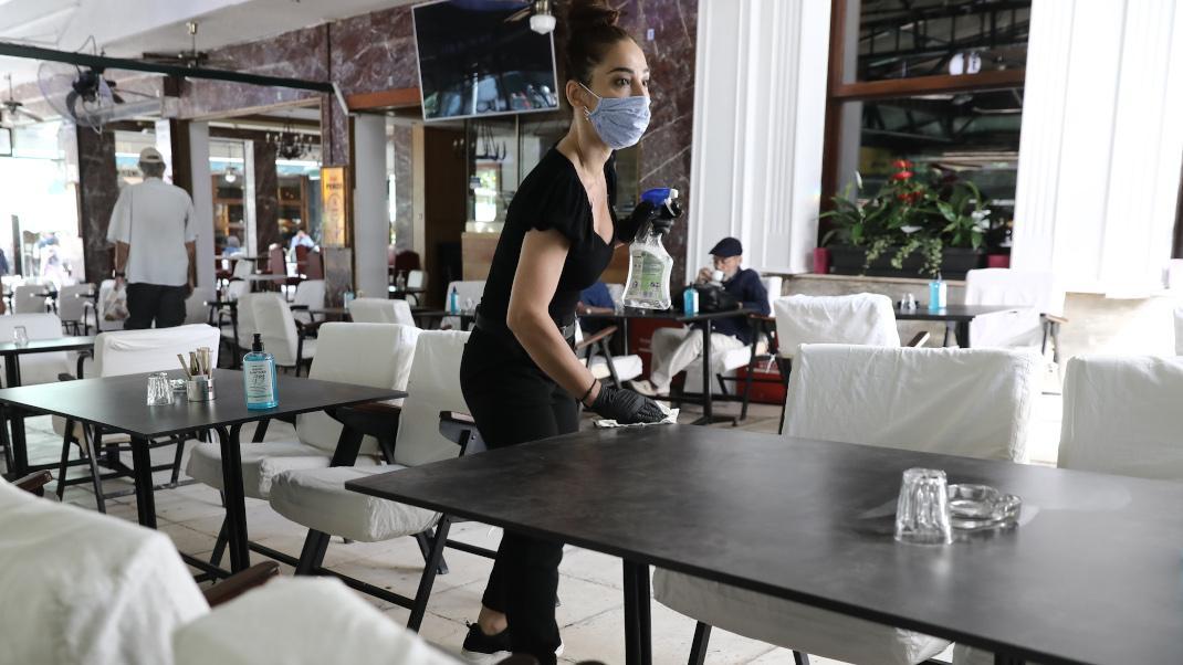 Ο πρώτος καφές: Άνοιξαν οι καφετέριες στο κέντρο της Αθήνας -Με αποστάσεις  και αντισηπτικά στα τραπέζια | BOVARY