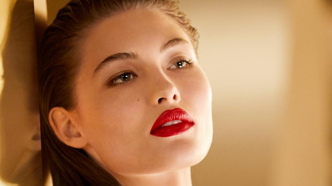 Το νέο κραγιόν Pure Color Desire Rouge Excess Lipstick