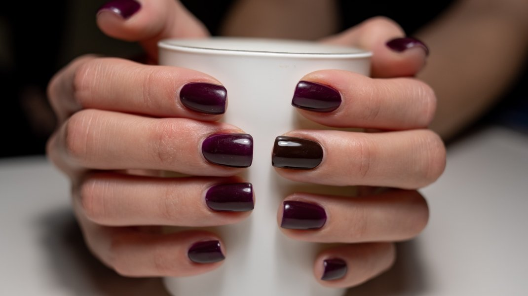 Burgundy nails/Shutterstock