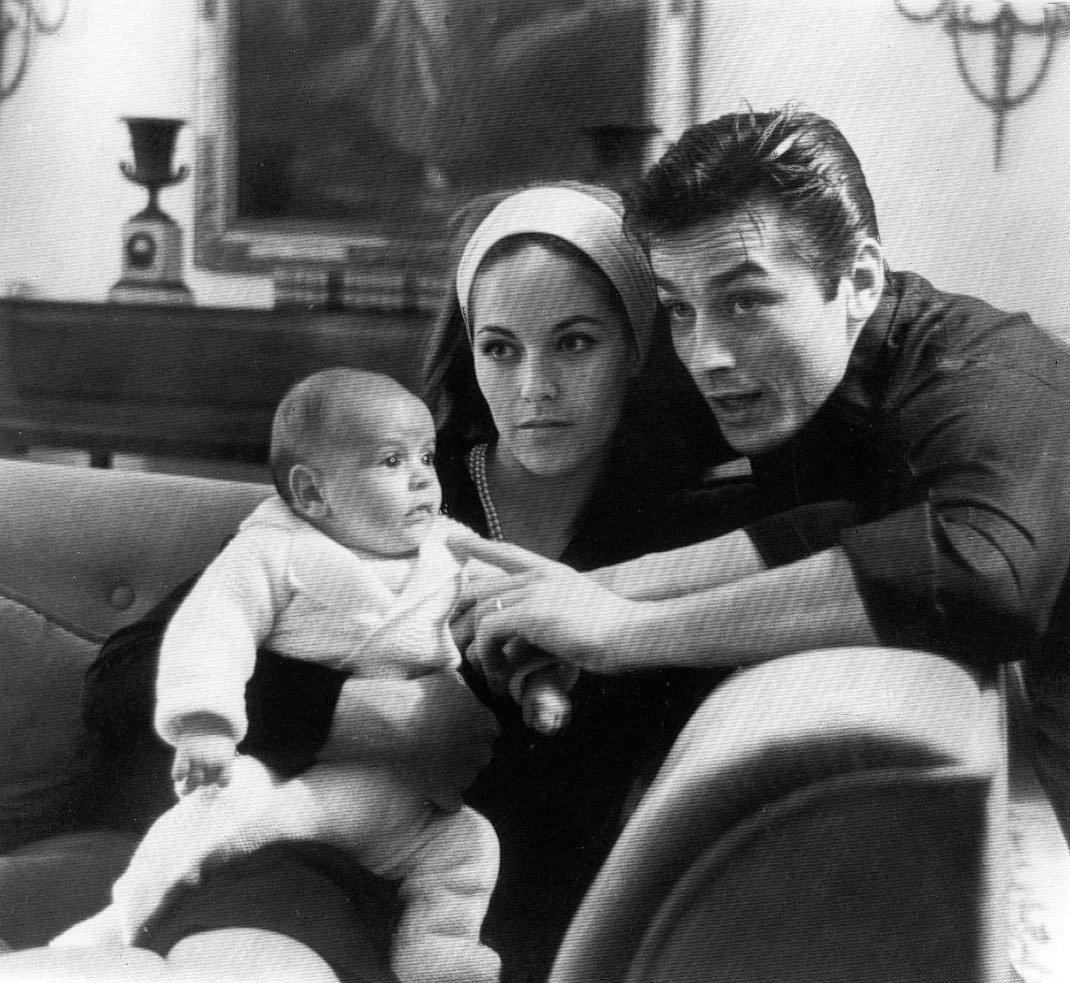 Αλέν Ντελόν: 83 χρόνια θυελλώδους ζωής -Οι φλογεροί έρωτες, οι ταινίες και η αγαπημένη του κόρη | BOVARY